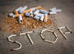 Du möchtest mit dem Rauchen aufhören? Wir haben jede Menge gute Tipps die dir das aufhören erleichtern. © alexvav