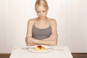Keinen Appetit? Mach dir keine Sorgen. Mit unseren Hausmitteln kurbeln wir deinen Hunger wieder an. © tunedin