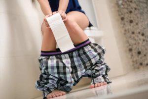 Durchfall? Mit unseren Hausmitteln bekommst du den Durchfall schnell wieder in den Griff. Gesund und ohne Nebenwirkungen. © luckybusiness