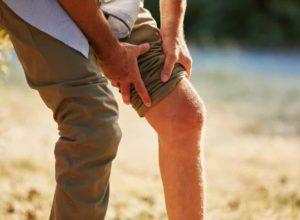 Muskelzerrung? Mach dir keine Sorgen. Unsere bewährten Tipps helfen dir bei der Behandlung. © Robert Kneschke