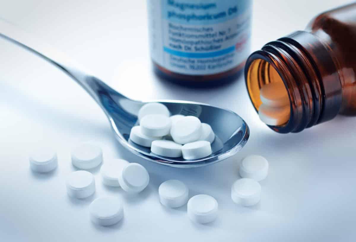 Erfahre mehr über Magnesium Sulfuricum und die heilende Wirkung bei Krankheiten wie Gallenblasenentzündung, Leberschwäche und Magenschleimhautentzündung. Fotolia © psdesign1