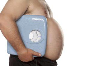 Starkes Übergewicht? Mit unseren Hausmitteln kannst du schnell mit einer Behandlung beginnen. © vladimirfloyd