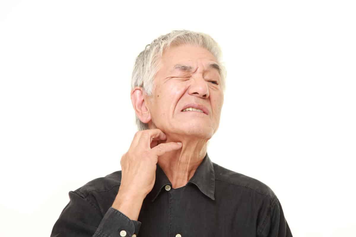 Erfahre mehr über die Behandlung von Altersjucken und welches homöopathische Mittel hilft. © jedi-master – Fotolia