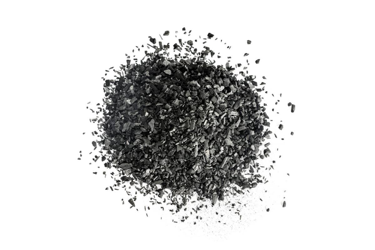 Graphit in der Natur. Aus dem Mineral wird das Globuli zur homöopathischen Behandlung hergestellt. Das Globuli Graphites wird in der Homöopathie bei Krankheiten wie Bindehautentzündung, Beschwerden des Magen-Darm-Traktes und Hautauschläge eingesetzt. Fotolia © alexgoryayev