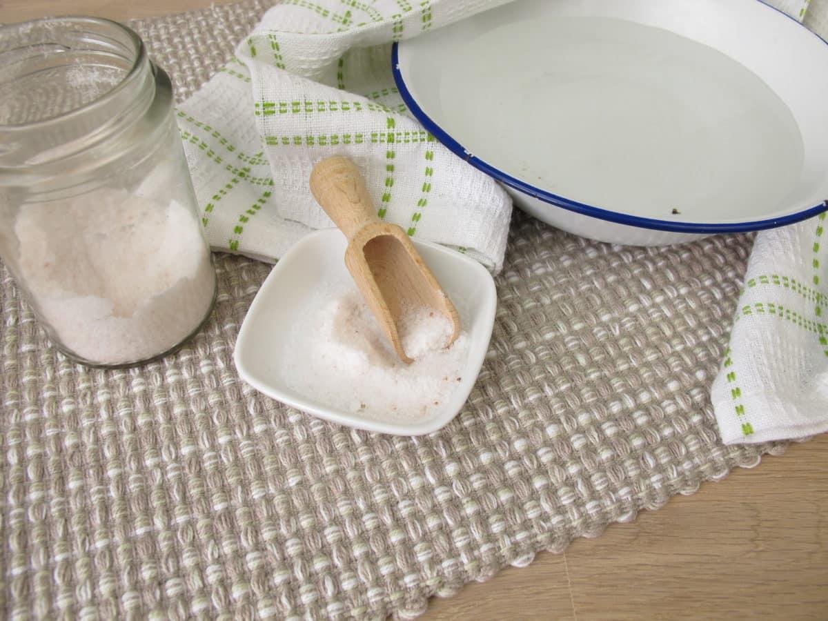 Erfahre mehr über selbstgemachte Inhalationslösungen und welche Rezepte es gegen Husten gibt. Fotolia © Heike Rau