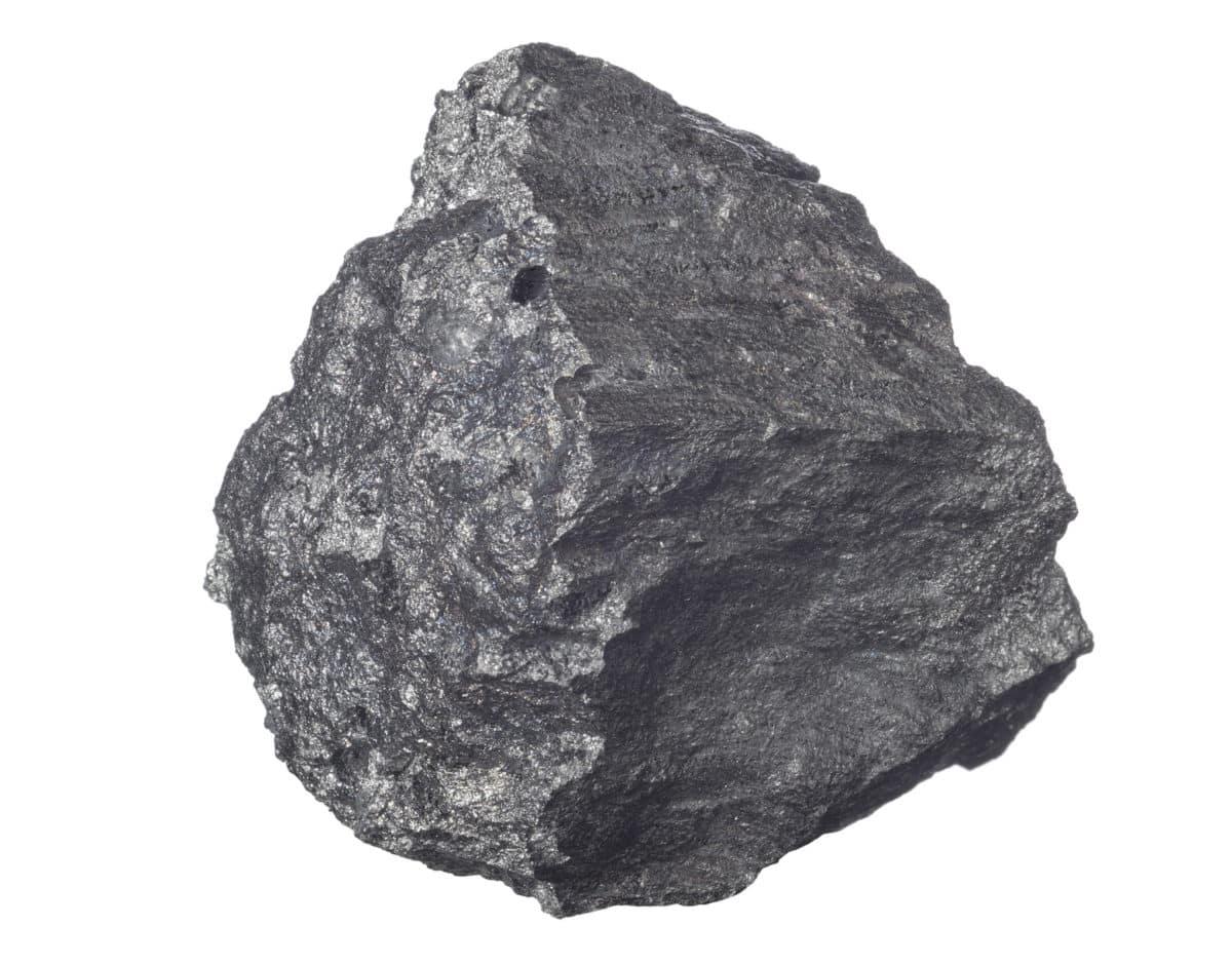 Eisen in der Natur. Aus dem Schwermetall wird das Globuli zur homöopathischen Behandlung hergestellt. Das Globuli Ferrum metallicum wird in der Homöopathie bei Krankheiten wie Atemnot, Bindehautentzündung und Erschöpfungszustände eingesetzt. Fotolia © aleks-p