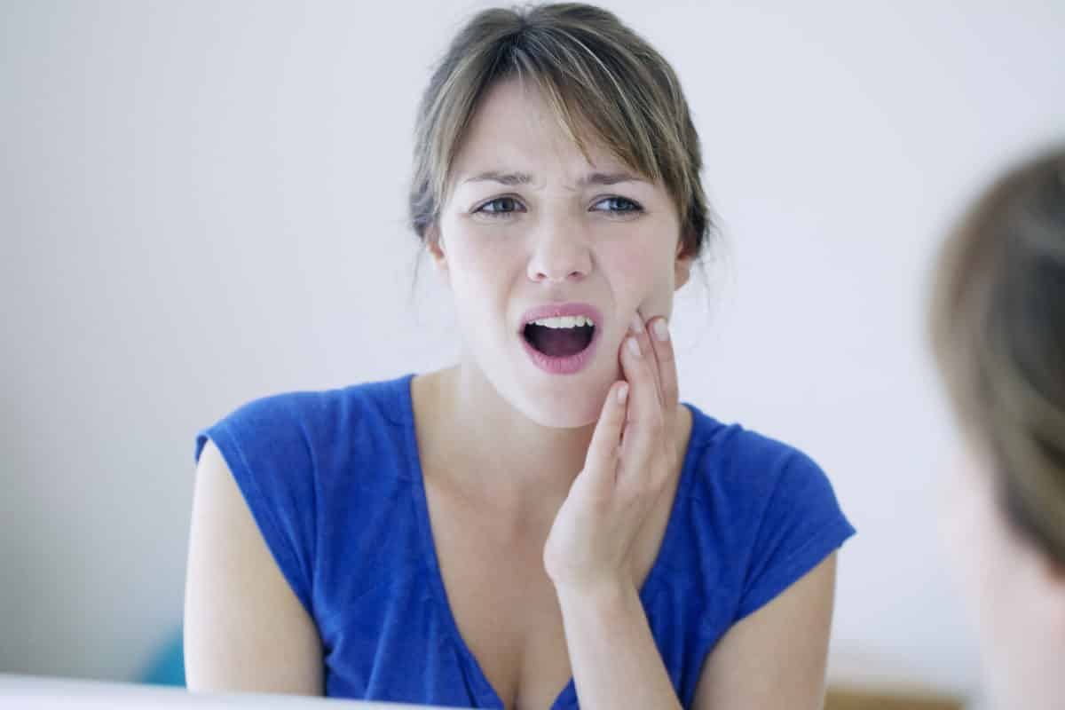 Erfahre mehr über die Behandlung von Zahnschmerzen und welches homöopathische Mittel hilft. © RFBSIP